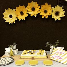 #paperflowers #babyshowerdecor #babygirl #paperflower #paperflowerbackdrop #paperflowerfairy #backdrop #partydecor #sunflowers #summer