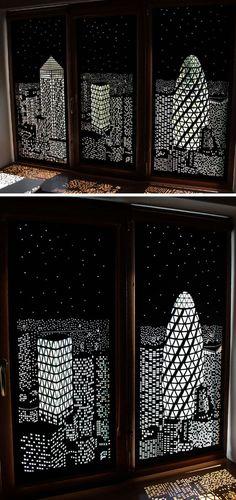 Украинская проектная компания, HoleRoll разработали коллекцию рулонных штор, которые затемняются дневной свет и обеспечивают художественный вид на город.