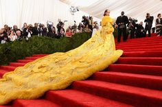 Rihanna pulled the red carpet to a halt when she arrived at the MET Gala in a yellow fur cape dress. Here, we uncover the story behind the design that stopped a nation. Funny Dresses, Nice Dresses, Photos Rihanna, Met Gala Red Carpet, Blue Carpet, Gala Dresses, Glamour, Costume Institute, Cape Dress