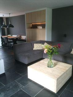 Maatwerk wandkast, wandbank en salontafel. Ontwerp en realisatie doir www.meubelenmaatwerk.nl/www.steigerhoutenzo.nl