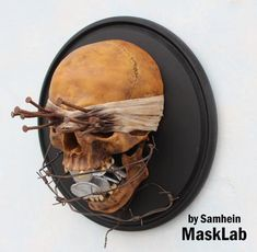 Información importante que debe leer antes de hacer un pedido. La disposición del cráneo está hecha a la medida, también puedo hacer una máscara o apoyos de diseño individual y la pintura. Si usted lo desea, por favor, póngase en contacto con me • Tiempo aproximado para crear: 2-3