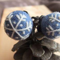【羊毛ボールのヘアゴム】青