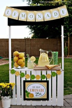 Diy Crafts Ideas DIY Crate Lemonade Stand for Kids {Think of all the other things it could become too! Pet Shop, Florist, Restaurant, Puppet Stage, the ideas are endless! } So cute Close Ellison Vanessa Craft -Read More – Diy For Kids, Crafts For Kids, Diy Crafts, Kids Lemonade Stands, Lemonade Bar, Pink Lemonade Party, Stand Feria, Lemon Party, Partys