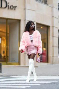 What the Modern Day Sharpay Evans Would Wear Cute Fall Outfits, Classy Outfits, Winter Outfits, Pink Fur Coat, Sneakers Street Style, Black Ripped Jeans, White Heels, Sporty Look, Street Style Looks