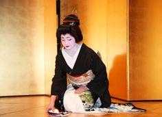 平成27年3月撮影、三か月前に撮った祇園甲部の芸妓、紗月さんと紗矢佳さんの舞姿、ブログに投稿したところ毎日多くの検索があり、私の記事ランキング1位に、三か...