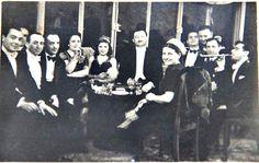 14.03.1942 ANKARA GALATASARAY CUMHURİYET BALOSU..EN ÖNDE BEYAZ ŞAPKALI CANIMIN İÇİ ANNEM TAHİRE..   Tahire Özel Aile arşivi ve adına yeniden albüme yüklenmiştir.