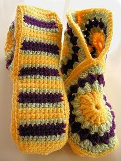 49 ideas crochet patrones ganchillo pantuflas for 2019 Crochet Boots, Crochet Clothes, Crochet Crafts, Crochet Projects, Crochet Granny, Knit Crochet, Granny Square Slippers, Patron Crochet, Fashion Bubbles