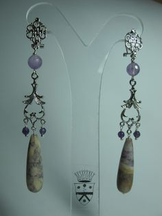 Chandelier earrings with amethyst and jasper. Rhodium plated brass support. Nickel free