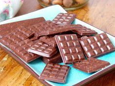 Tasting Good Naturally : Pas besoin d'être à Pâques ou à Noël pour manger du chocolat ! Alors venez découvrir mes barres de Cacao cru (chocolat) aux mûres blanches, lucuma et noisettes #vegan... on les adore ici.