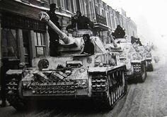 Panzer IV's 3rd Kompanie LASSH Kharkov Panzer Iv, Ww2 Pictures, Germany Ww2, Tank Destroyer, Military Photos, Military History, Military Modelling, Ww2 Tanks, German Army