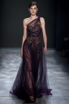 Marchesa Fall 2017 Ready-to-Wear Fashion Show NYFW New York Fashion Week Source by lismata dresses design Fashion Catwalk, Fashion Show, Fashion Design, Fashion Fashion, High Fashion, Looks Chic, Looks Style, Style Couture, Couture Fashion