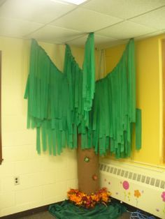 This is a cool tree for a corner, especially for a Rain Forest or Learning Safari Classroom Theme.