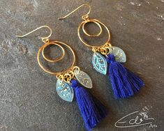 I am pleased to add this article from my shop to you to present: Beautiful blue and gold earrings that are reminiscent of angels Source by edithartsdesigns Angel Earrings, Gold Earrings, Drop Earrings, Artisan Jewelry, Etsy Seller, Personalized Items, Trending Outfits, Unique Jewelry, Handmade Gifts