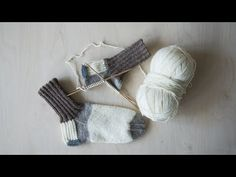 Lumometsän Tulkut-villasukat neulotaan Novita 7 Veljestä langalla. Opi Colors, Magic Loop, Alpaca Wool, Marimekko, Knitting Socks, Knit Crochet, Diy And Crafts, Projects To Try, Barn