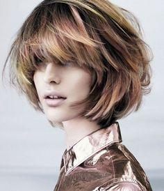 Corti sfrangiati voluminosi. #capellicorti #Shorthair #hairstyles #taglicapelli2014 http://donna.nanopress.it/bellezza/tagli-capelli-medi-2014-le-idee-piu-originali-foto/P410479/