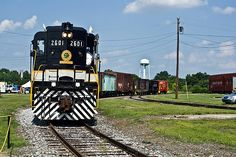Former Southern Railway moves a consist of freight cars and caboose on the grounds of the North Carolina Transportation Museum in Spencer. Railroad History, Southern Railways, Norfolk Southern, Railroad Photography, Train Pictures, Art Sites, Large Art, Locomotive, Unique Art