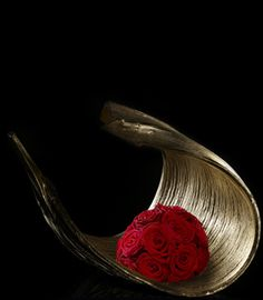 Allestimenti: Speciali | Armani/Fiori Ikebana, Modern Floral Arrangements, Flower Arrangements, My Flower, Flower Art, Reunion Decorations, Red Art, Arte Floral, Art And Architecture