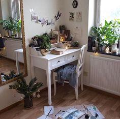 Aliencreature's room