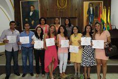 Factor 4: Procesos Académicos. Grado de especialización de Comunicación Pública – 2011 – en la foto, egresados y administrativos del programa de Comunicación Social – Aula Maxima de Derecho, Universidad de Cartagena. #Unicartagena #ComunicaciónSocial