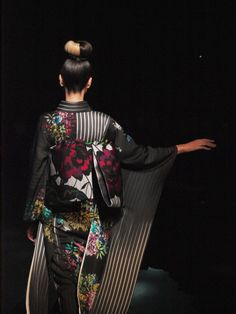 JOTARO SAITO の2015-16 A/W Modern Hanbok, Yukata Kimono, Traditional Kimono, Summer Kimono, Japanese Design, Japanese Kimono, Fashion Images, Kimono Fashion, Love Photography