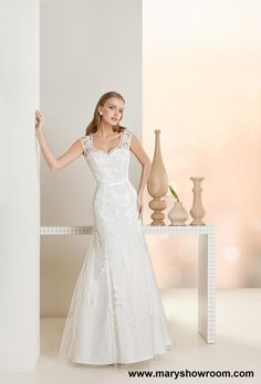 Lineas puras,sencillas y delicadas,con la elegancia que da el encaje y que harán que el vestido te siente perfecto!