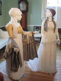 Elizabethan Era, Edwardian Era, Victorian, Modern Fashion, Retro Fashion, Beautiful Library, Beautiful Outfits, Beautiful Clothes, Period Costumes