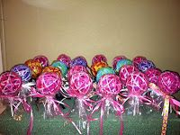 Hair tie lollipops for little girls- How to. Very easy and a cute favor for girls' birthday parties.