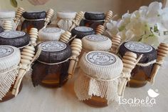 Diego y Lore! Honey Bottles, Honey Jars, Wedding Favors, Wedding Gifts, Honey Packaging, Bottle Packaging, Sicily Wedding, Food Jar, Ideas Para Fiestas