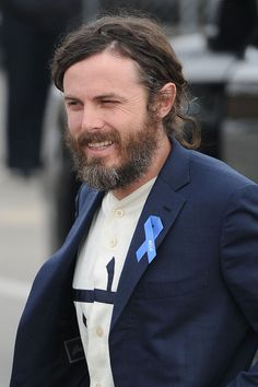 Grey bearded Casey Affleck wears an ACLU pin badge as he wins a Spirit Award!  • Celebrity WOTNOT ------------------------ For further information on this story and image please visit www.celebritywotnot.com. These Images are ©Atlantic Images. No use without permission. Please contact Atlantic Images for licensing.  This video is copyright Atlantic Images. Please contact Atlantic Images for licensing. No use without permission.