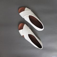 Sandales/slip-ons croisées en cuir par Metaformose sur Etsy