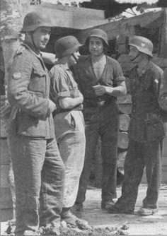 Aqui se puede contemplar el motivo por el cual al mando Aleman le sacaban de quicio los modales y la falta de disciplina en la uniformidad de los Voluntarios Españoles. No podian decir lo mismo de su actitud y arrojo en el campo de batalla, la cual admiraban.