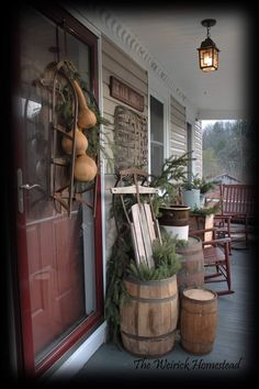 Primitive Christmas Decorating, Porch Decorating, Prim Christmas, Christmas Decorations, Decorating Ideas, Decor Ideas, French Farmhouse Decor, Farmhouse Bedroom Decor, Country Decor