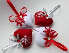 Красно - белые елочные игрушки из фетра.