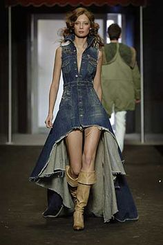 It turns a girl into a casual princess.Chic Denim Dresses you must have now! You could also wear brightly colored dresses but colors have to be in the… Kleidung Design, Diy Kleidung, Look Jean, Cut Up Shirts, Matching Couple Shirts, Mode Jeans, Denim Ideas, Denim Outfit, Jeans Dress