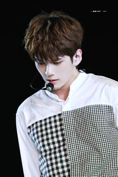 Wanna One 옹성우 (Ong Seongwoo) Cho Chang, Ong Seung Woo, All Meme, Black And White Shirt, Kim Jaehwan, Seong, 3 In One, Kpop Boy, Korean Beauty