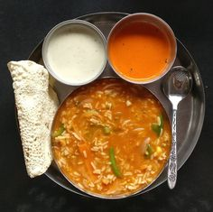 """Mi piace"": 760, commenti: 53 - 1Teaspoon Love(Vishakha Bhuta) (@1teaspoonlove) su Instagram: ""Home-cooked meals like these!! Bisi Bele Bhaat with Papad and Coconut Chutneys. There couldn't be…"""