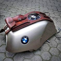 BMW series leather tank belt and documents bag Cafe Racer and scrambler. Cafe Racer Tank, Cafe Racer Parts, R Nine T Scrambler, Bmw Scrambler, Hot Rods, Moto Guzzi Motorcycles, Motorcycle Saddlebags, Bmw K100, Bike Details