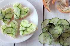 Cucumber Sandwiches for pretty shower food with ranch mayonnaise Tee Sandwiches, Cucumber Sandwiches, Cute Food, Yummy Food, Appetizer Recipes, Dessert Recipes, Brunch, Boite A Lunch, Snacks Für Party