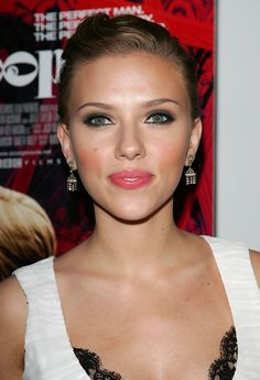 Scarlett Johansson Photos - Focus Features & Loreal Premiere Scoop - Arrivals - Zimbio