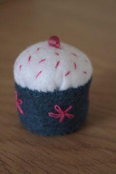 mini cupcake pincushions