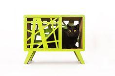 Skandinavien. Indoor-Spielhaus für Katzen  Katzen sind verrückt, wenn es darum geht Kartons! Lassen Sie uns zusammen ihre Leidenschaft mit modernem Design und Stil. Das ist wie Scandinavia erstellt wurde: ein multifunktionales Spielzeug/Haustier-Haus/Kratzer für Ihre vierbeinigen Freunde.  Skandinavischen Stil, Öko-Trend, retro-Look... ja-ist es alles in es, das neue Haustier Scandinavia-Haus für die pelzigen Bewohner stilvolle Inneneinrichtung.  Abmessungen: 27х45х55cm (10,6 x17.7x21.6)…