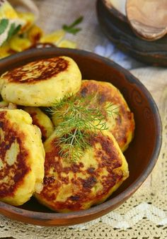 A truly delicious recipe that will blow people's minds! These onion patties are perfect as a side to a meatloaf, on a thick bun with a hamburger, some fresh lettuce, and a sliced juicy red tomato on dinners. Try them today, they're seriously good! Onion Recipes, Chicken Recipes, Amish Recipes, Beef Recipes, Recipies, Cooking Recipes, Fried Fish, Fried Chicken, State Fair Food