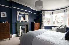 dark blue & white bedroom with dark wood accents #naturalcurtaincompany