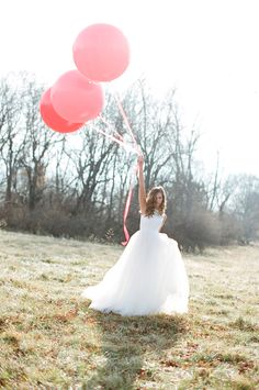 Pink And Red Wedding Ideas including some oversized ballons and some magical wedding gowns. Wedding With Kids, Red Wedding, Chic Wedding, Wedding Trends, Wedding Bells, Wedding Photos, Wedding Day, Decor Wedding, Summer Wedding