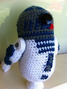 Let's all get Knitfaced!: R2D2 amigurumi pattern. Did a great job at improvising a pattern yes?