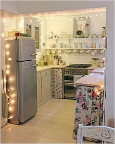 Home Remodeling Small 73 Cool College Apartment Decoration Ideas Small Apartment Kitchen, Small Apartment Decorating, Apartment Living, Kitchen Small, College Apartment Decorations, Condo Kitchen, Studio Apartment, Narrow Kitchen, Kitchen Modern