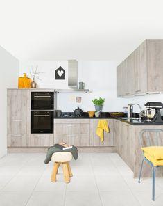 Het is bourgondisch genieten in de Lino keuken van Grando. Deze keuken straalt warmte en sfeer uit! Dat is pas genieten, bij thuiskomst na een drukke werkdag . Handige lades en voldoende kastruimte om alles op te bergen. Met de moderne topapparaten en de praktische indeling is deze keuken zeer gebruiksvriendelijk. Door het granieten werkblad straalt Lino luxe uit!