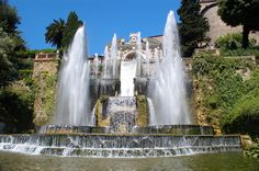 From Isola Bella on Lake Como to the Villa d'Este at Tivoli, here are 5 of the most beautiful gardens in Italy! Tivoli Italy, Rome Italy, Day Trips From Rome, Italy Honeymoon, Tivoli Gardens, Most Beautiful Gardens, Italian Garden, By Train, Italy Travel
