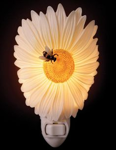 Daisy and Bee Nightlight   Victorian Trading Company
