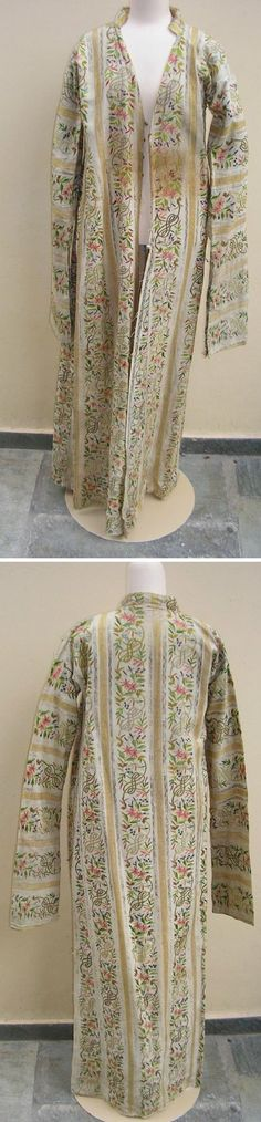 Late-Ottoman silk 'üçetek' (robe with three panels).  Urban style, with very long sleeves. 1850-1900.